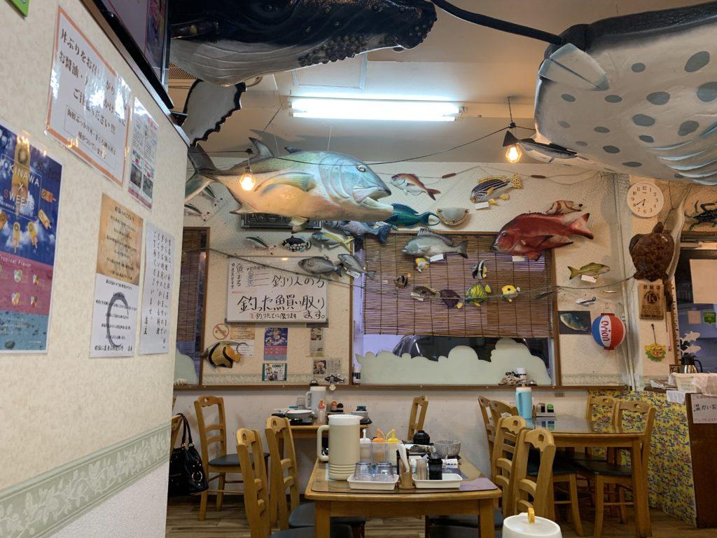 魚まる 店内
