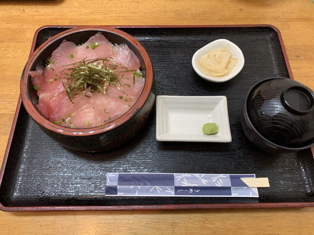 魚まる マグロ丼